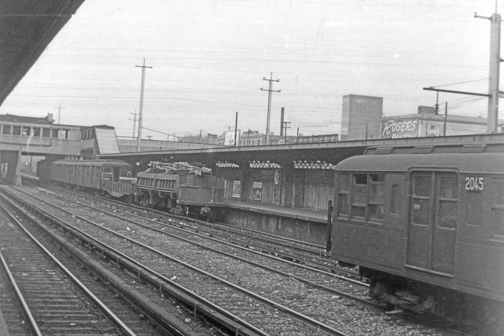 (315k, 1044x707)<br><b>Country:</b> United States<br><b>City:</b> New York<br><b>System:</b> New York City Transit<br><b>Line:</b> BMT Sea Beach Line<br><b>Location:</b> Fort Hamilton Parkway <br><b>Car:</b> BMT A/B-Type Standard 2045 <br><b>Collection of:</b> David Pirmann<br><b>Viewed (this week/total):</b> 1 / 3215