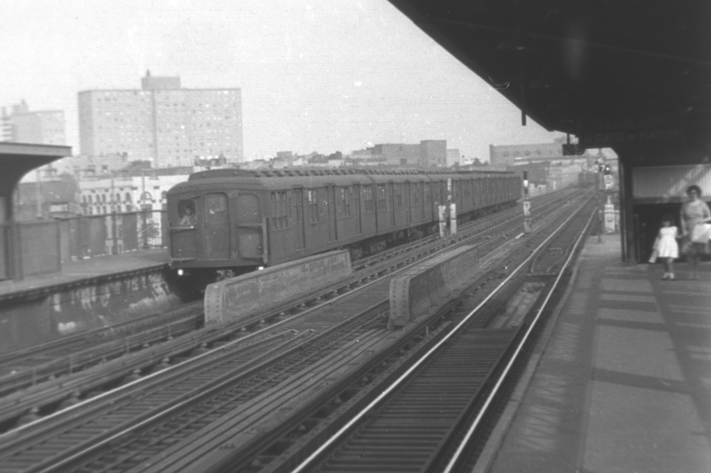 (175k, 1024x682)<br><b>Country:</b> United States<br><b>City:</b> New York<br><b>System:</b> New York City Transit<br><b>Line:</b> BMT Nassau Street/Jamaica Line<br><b>Location:</b> Lorimer Street <br><b>Car:</b> BMT A/B-Type Standard  <br><b>Collection of:</b> David Pirmann<br><b>Viewed (this week/total):</b> 0 / 2777