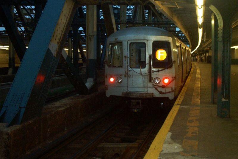 (59k, 800x536)<br><b>Country:</b> United States<br><b>City:</b> New York<br><b>System:</b> New York City Transit<br><b>Line:</b> IND Crosstown Line<br><b>Location:</b> Smith/9th Street <br><b>Route:</b> F<br><b>Car:</b> R-46 (Pullman-Standard, 1974-75)  <br><b>Photo by:</b> Dante D. Angerville<br><b>Date:</b> 7/4/2003<br><b>Viewed (this week/total):</b> 0 / 6997