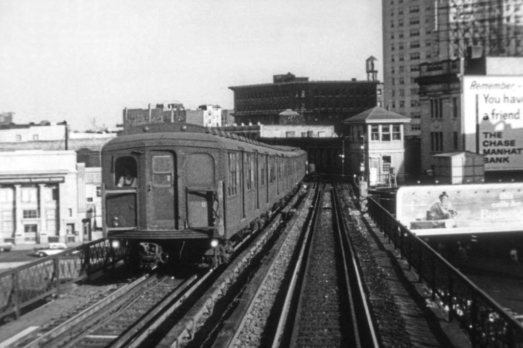 (262k, 1044x722)<br><b>Country:</b> United States<br><b>City:</b> New York<br><b>System:</b> New York City Transit<br><b>Line:</b> BMT Nassau Street/Jamaica Line<br><b>Location:</b> Williamsburg Bridge<br><b>Car:</b> BMT A/B-Type Standard  <br><b>Collection of:</b> David Pirmann<br><b>Viewed (this week/total):</b> 0 / 3423