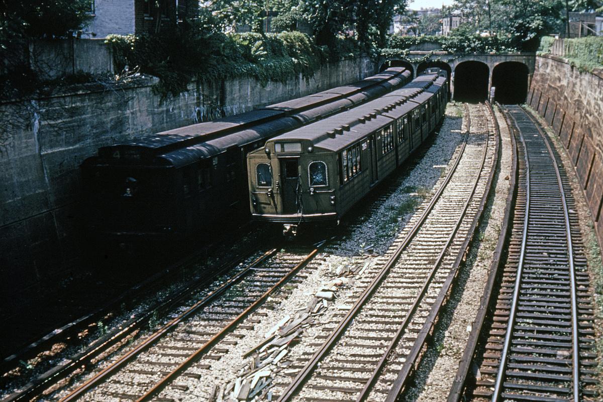 (524k, 1044x707)<br><b>Country:</b> United States<br><b>City:</b> New York<br><b>System:</b> New York City Transit<br><b>Line:</b> BMT Sea Beach Line<br><b>Location:</b> 20th Avenue <br><b>Car:</b> BMT Multi 7018 <br><b>Collection of:</b> David Pirmann<br><b>Date:</b> 6/1961<br><b>Notes:</b> View from overpass near 20th Avenue<br><b>Viewed (this week/total):</b> 0 / 3347