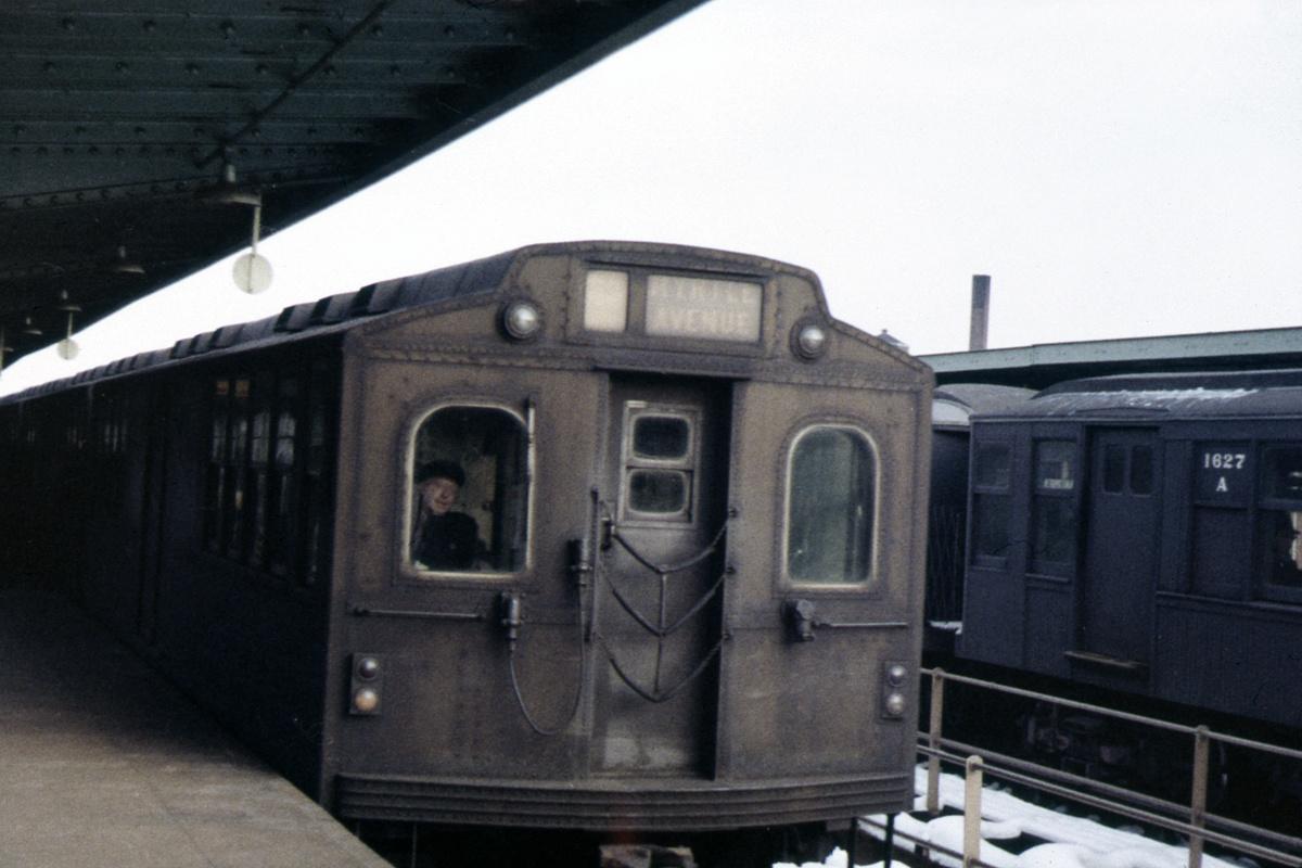 (362k, 1024x689)<br><b>Country:</b> United States<br><b>City:</b> New York<br><b>System:</b> New York City Transit<br><b>Line:</b> BMT Myrtle Avenue Line<br><b>Location:</b> Knickerbocker Avenue <br><b>Car:</b> BMT Multi  <br><b>Collection of:</b> David Pirmann<br><b>Viewed (this week/total):</b> 3 / 3248