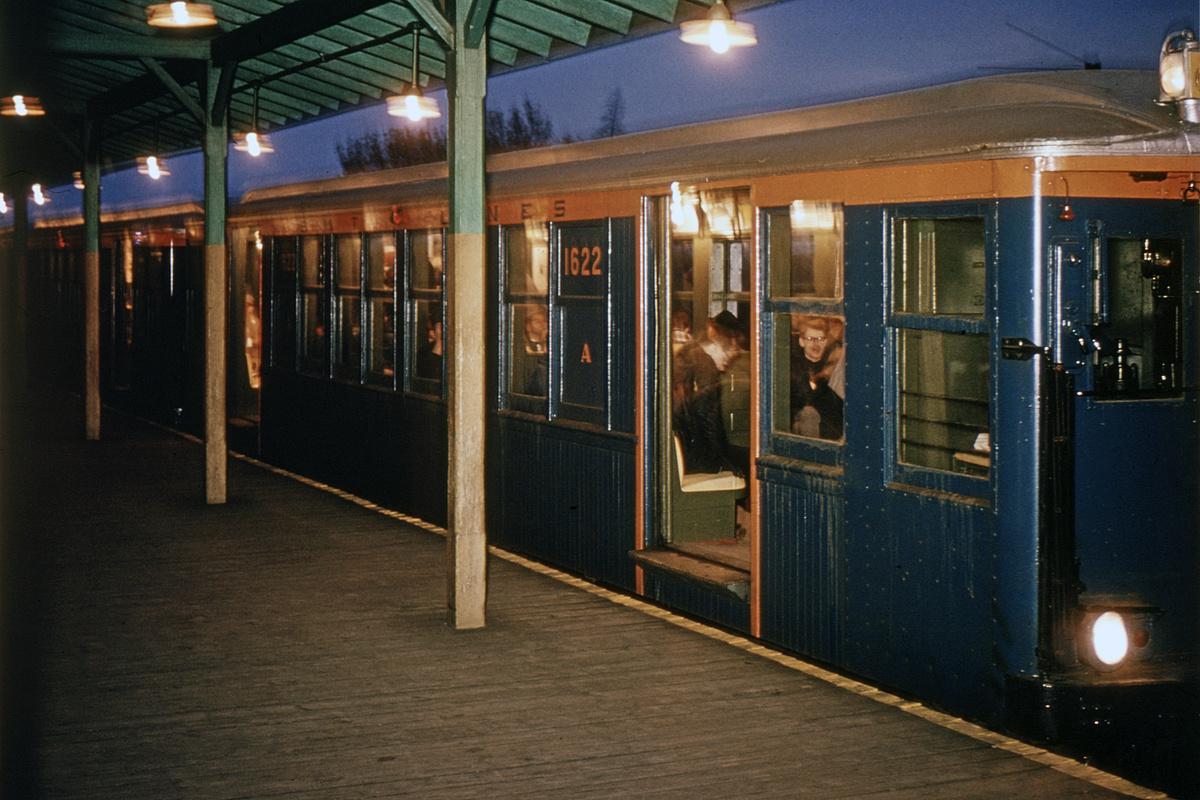 (315k, 1024x682)<br><b>Country:</b> United States<br><b>City:</b> New York<br><b>System:</b> New York City Transit<br><b>Line:</b> IND Fulton Street Line<br><b>Location:</b> Lefferts Boulevard <br><b>Route:</b> Fan Trip<br><b>Car:</b> BMT Q 1622 <br><b>Photo by:</b> Roger Arcara<br><b>Collection of:</b> David Pirmann<br><b>Date:</b> 11/14/1965<br><b>Viewed (this week/total):</b> 0 / 4372