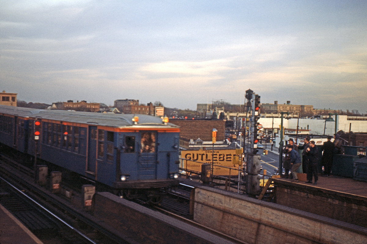 (341k, 1024x683)<br><b>Country:</b> United States<br><b>City:</b> New York<br><b>System:</b> New York City Transit<br><b>Line:</b> IND Fulton Street Line<br><b>Location:</b> Rockaway Boulevard <br><b>Route:</b> Fan Trip<br><b>Car:</b> BMT Q 1622 <br><b>Collection of:</b> David Pirmann<br><b>Date:</b> 11/14/1965<br><b>Viewed (this week/total):</b> 5 / 3353