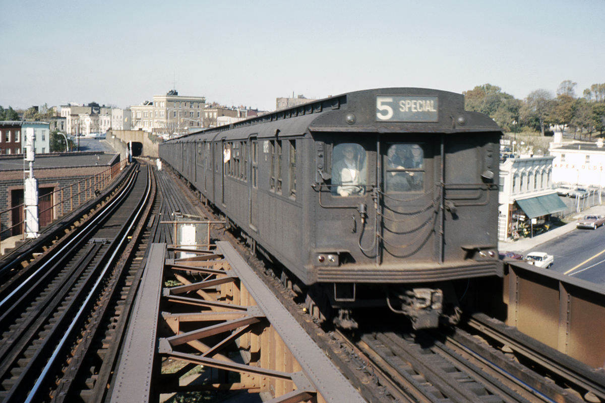 (382k, 1044x706)<br><b>Country:</b> United States<br><b>City:</b> New York<br><b>System:</b> New York City Transit<br><b>Line:</b> BMT Canarsie Line<br><b>Location:</b> Broadway Junction <br><b>Route:</b> Fan Trip<br><b>Car:</b> BMT D-Type Triplex 6095 <br><b>Collection of:</b> David Pirmann<br><b>Date:</b> 10/17/1965<br><b>Viewed (this week/total):</b> 7 / 3843