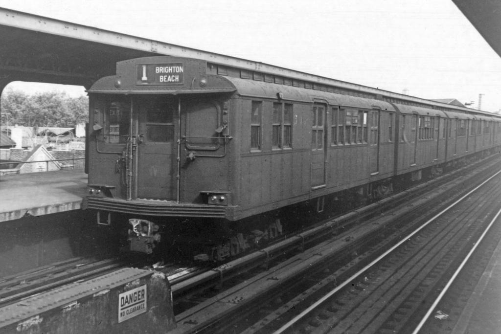 (247k, 1044x705)<br><b>Country:</b> United States<br><b>City:</b> New York<br><b>System:</b> New York City Transit<br><b>Line:</b> BMT Brighton Line<br><b>Location:</b> Brighton Beach <br><b>Car:</b> BMT D-Type Triplex  <br><b>Collection of:</b> David Pirmann<br><b>Viewed (this week/total):</b> 2 / 3112