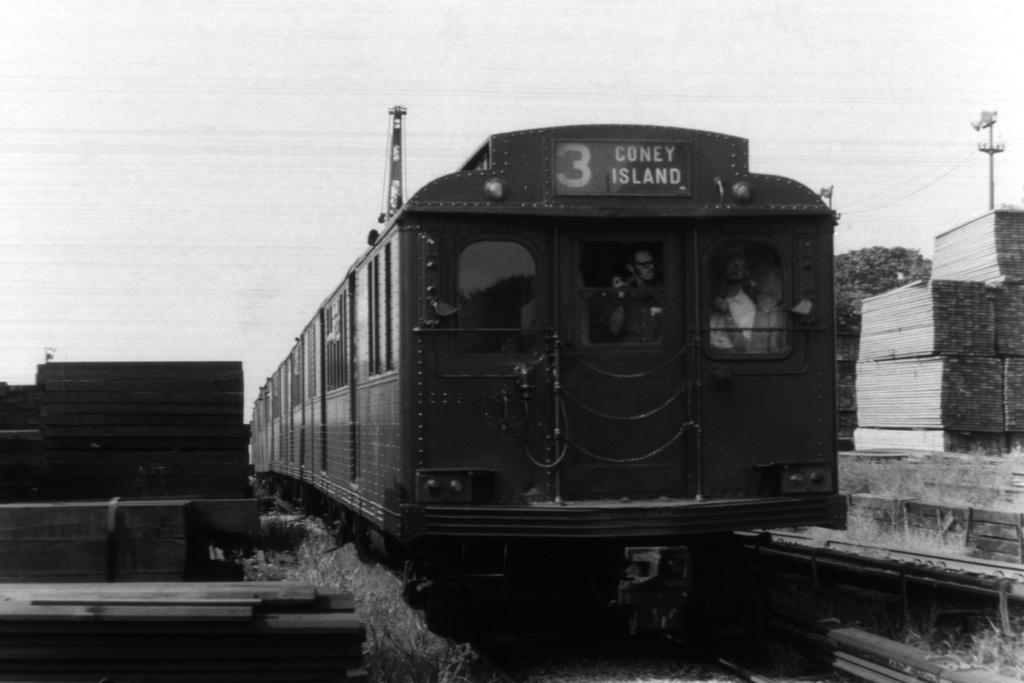 (240k, 1044x718)<br><b>Country:</b> United States<br><b>City:</b> New York<br><b>System:</b> New York City Transit<br><b>Location:</b> 36th Street Yard<br><b>Route:</b> Fan Trip<br><b>Car:</b> BMT D-Type Triplex  <br><b>Collection of:</b> David Pirmann<br><b>Viewed (this week/total):</b> 0 / 2657