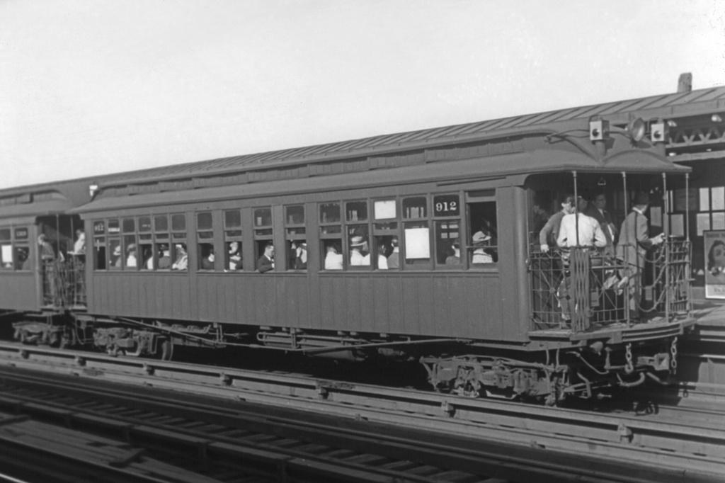 (177k, 1024x682)<br><b>Country:</b> United States<br><b>City:</b> New York<br><b>System:</b> New York City Transit<br><b>Line:</b> BMT Astoria Line<br><b>Location:</b> 36th/Washington Aves. <br><b>Car:</b> Manhattan El 912 <br><b>Photo by:</b> Frank Goldsmith<br><b>Collection of:</b> David Pirmann<br><b>Date:</b> 6/6/1940<br><b>Notes:</b> Note dual third rail for joint subway/el service.<br><b>Viewed (this week/total):</b> 1 / 3968