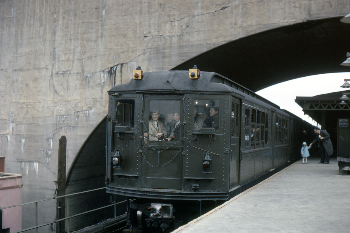 (256k, 1024x683)<br><b>Country:</b> United States<br><b>City:</b> New York<br><b>System:</b> New York City Transit<br><b>Line:</b> BMT Astoria Line<br><b>Location:</b> Ditmars Boulevard <br><b>Car:</b> Low-V (Museum Train) 5466 <br><b>Photo by:</b> Franklin B. Roberts<br><b>Collection of:</b> David Pirmann<br><b>Notes:</b> Museum train. Cars 5290, 5292, 5443, 5466, 5483<br><b>Viewed (this week/total):</b> 6 / 4459