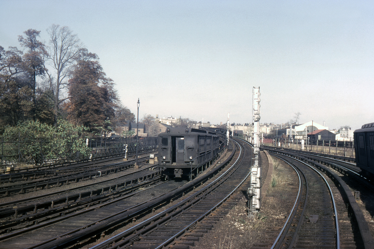 (441k, 1044x692)<br><b>Country:</b> United States<br><b>City:</b> New York<br><b>System:</b> New York City Transit<br><b>Line:</b> IRT White Plains Road Line<br><b>Location:</b> East 180th Street <br><b>Car:</b> Low-V  <br><b>Collection of:</b> David Pirmann<br><b>Date:</b> 10/24/1964<br><b>Viewed (this week/total):</b> 0 / 3642
