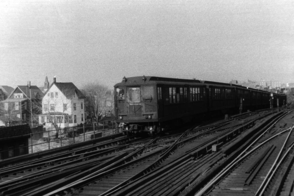 (287k, 1044x721)<br><b>Country:</b> United States<br><b>City:</b> New York<br><b>System:</b> New York City Transit<br><b>Line:</b> IRT White Plains Road Line<br><b>Location:</b> 238th Street (Nereid Avenue) <br><b>Car:</b> Low-V  <br><b>Collection of:</b> David Pirmann<br><b>Viewed (this week/total):</b> 2 / 3014