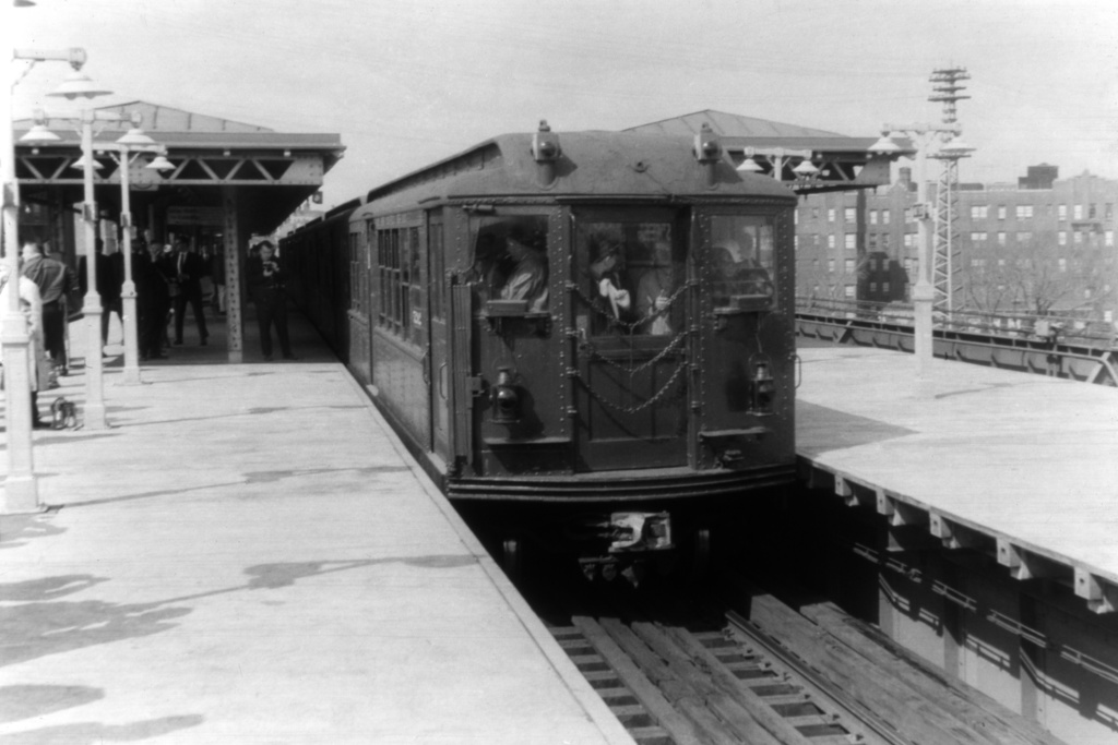 (184k, 1024x683)<br><b>Country:</b> United States<br><b>City:</b> New York<br><b>System:</b> New York City Transit<br><b>Line:</b> IRT Flushing Line<br><b>Location:</b> 61st Street/Woodside <br><b>Car:</b> Low-V (Museum Train) 5292 <br><b>Collection of:</b> David Pirmann<br><b>Viewed (this week/total):</b> 1 / 3253