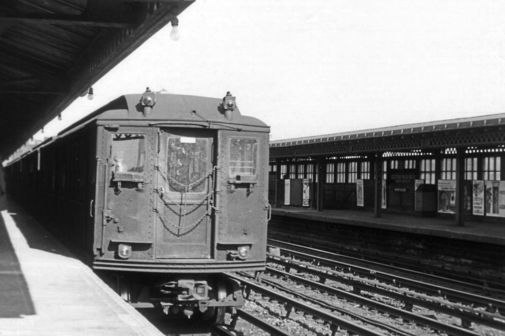 (192k, 1024x682)<br><b>Country:</b> United States<br><b>City:</b> New York<br><b>System:</b> New York City Transit<br><b>Line:</b> IRT Woodlawn Line<br><b>Location:</b> Bedford Park Boulevard <br><b>Car:</b> Low-V  <br><b>Collection of:</b> David Pirmann<br><b>Viewed (this week/total):</b> 0 / 2859