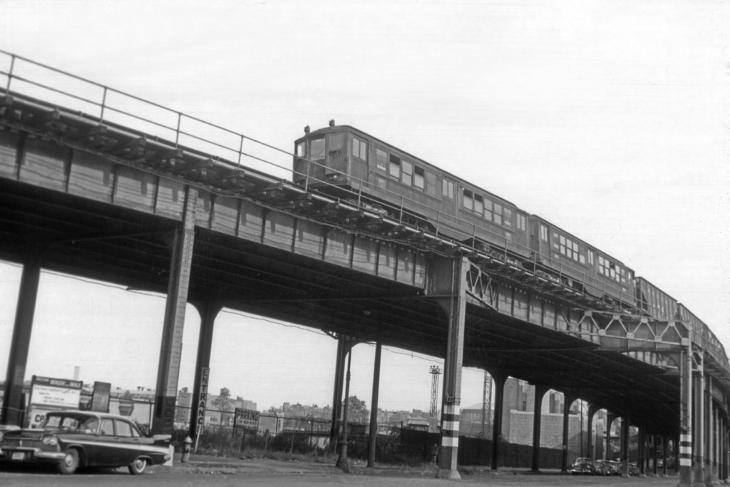 (220k, 1044x709)<br><b>Country:</b> United States<br><b>City:</b> New York<br><b>System:</b> New York City Transit<br><b>Line:</b> IRT Woodlawn Line<br><b>Location:</b> Bedford Park Boulevard <br><b>Car:</b> Low-V 5582 <br><b>Collection of:</b> David Pirmann<br><b>Viewed (this week/total):</b> 0 / 3795