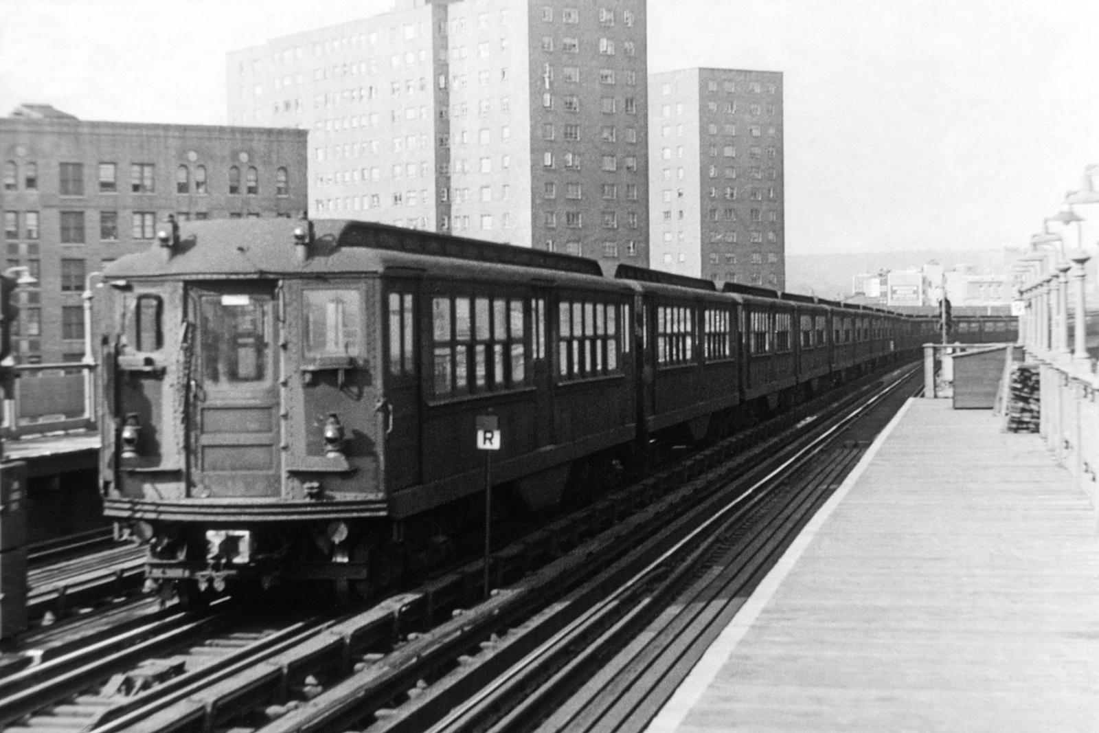 (462k, 1600x1067)<br><b>Country:</b> United States<br><b>City:</b> New York<br><b>System:</b> New York City Transit<br><b>Line:</b> IRT West Side Line<br><b>Location:</b> 225th Street<br><b>Car:</b> Hi-V  <br><b>Collection of:</b> David Pirmann<br><b>Viewed (this week/total):</b> 3 / 5304
