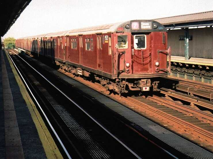 (55k, 740x551)<br><b>Country:</b> United States<br><b>City:</b> New York<br><b>System:</b> New York City Transit<br><b>Line:</b> IRT Flushing Line<br><b>Location:</b> 52nd Street/Lincoln Avenue <br><b>Route:</b> 7<br><b>Car:</b> R-36 World's Fair (St. Louis, 1963-64) 9573 <br><b>Photo by:</b> Gary Chatterton<br><b>Date:</b> 7/2003<br><b>Viewed (this week/total):</b> 0 / 3703