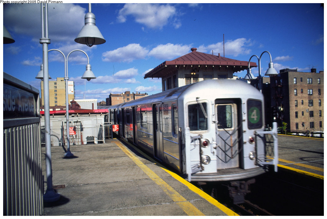 (195k, 1044x699)<br><b>Country:</b> United States<br><b>City:</b> New York<br><b>System:</b> New York City Transit<br><b>Line:</b> IRT Woodlawn Line<br><b>Location:</b> Burnside Avenue <br><b>Route:</b> 4<br><b>Car:</b> R-62 (Kawasaki, 1983-1985)  1545 <br><b>Photo by:</b> David Pirmann<br><b>Date:</b> 12/5/1999<br><b>Viewed (this week/total):</b> 5 / 6373
