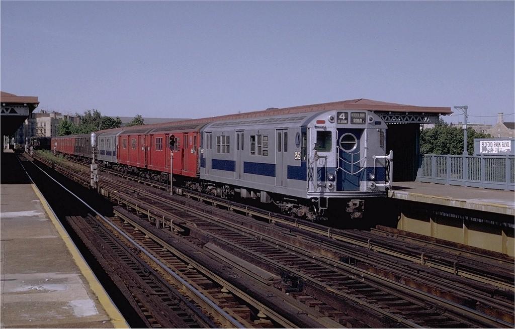 (203k, 1024x655)<br><b>Country:</b> United States<br><b>City:</b> New York<br><b>System:</b> New York City Transit<br><b>Line:</b> IRT Woodlawn Line<br><b>Location:</b> Bedford Park Boulevard <br><b>Route:</b> 4<br><b>Car:</b> R-17 (St. Louis, 1955-56) 6582 <br><b>Photo by:</b> Joe Testagrose<br><b>Date:</b> 6/13/1970<br><b>Viewed (this week/total):</b> 0 / 2989
