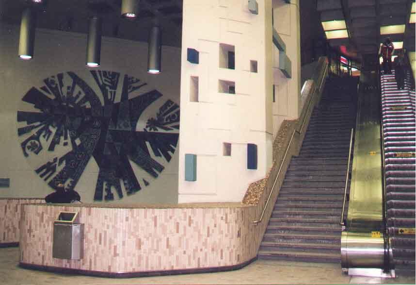 (30k, 858x587)<br><b>Country:</b> Canada<br><b>City:</b> Montréal, Québec<br><b>System:</b> STM-Metro<br><b>Line:</b> STM Orange Line <br><b>Location:</b> Crémazie <br><b>Photo by:</b> Mervyn Miller<br><b>Date:</b> 2001<br><b>Viewed (this week/total):</b> 3 / 2658