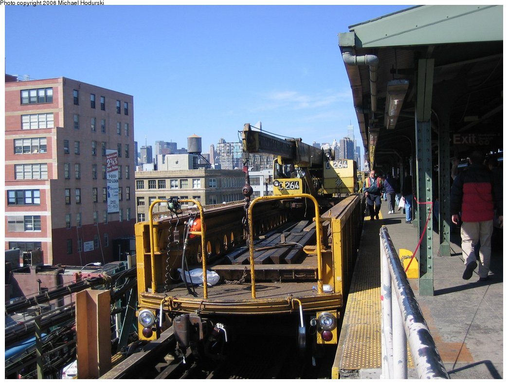(185k, 1044x788)<br><b>Country:</b> United States<br><b>City:</b> New York<br><b>System:</b> New York City Transit<br><b>Line:</b> IRT Flushing Line<br><b>Location:</b> Queensborough Plaza <br><b>Route:</b> Work Service<br><b>Car:</b> R-113 Crane Car  264 <br><b>Photo by:</b> Michael Hodurski<br><b>Date:</b> 3/11/2006<br><b>Viewed (this week/total):</b> 0 / 3651