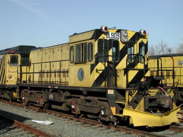 (64k, 640x480)<br><b>Country:</b> United States<br><b>City:</b> New York<br><b>System:</b> New York City Transit<br><b>Location:</b> Rockaway Parkway (Canarsie) Yard<br><b>Car:</b> R-120 Locomotive  909 <br><b>Photo by:</b> Jeff Erlitz<br><b>Date:</b> 3/23/2003<br><b>Viewed (this week/total):</b> 2 / 2871