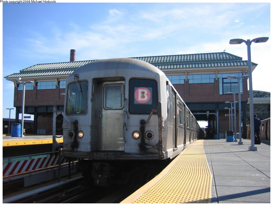 (156k, 1044x788)<br><b>Country:</b> United States<br><b>City:</b> New York<br><b>System:</b> New York City Transit<br><b>Location:</b> Coney Island/Stillwell Avenue<br><b>Route:</b> B<br><b>Car:</b> R-40M (St. Louis, 1969)  4508 <br><b>Photo by:</b> Michael Hodurski<br><b>Date:</b> 3/11/2006<br><b>Notes:</b> B train relaying at Stillwell before heading to car wash.<br><b>Viewed (this week/total):</b> 1 / 4151
