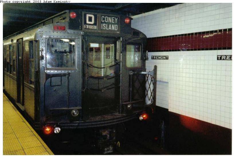 (58k, 820x553)<br><b>Country:</b> United States<br><b>City:</b> New York<br><b>System:</b> New York City Transit<br><b>Line:</b> IND Concourse Line<br><b>Location:</b> Tremont Avenue <br><b>Route:</b> Fan Trip<br><b>Car:</b> R-4 (American Car & Foundry, 1932-1933) 484 <br><b>Photo by:</b> Adam Kaminsky<br><b>Date:</b> 8/24/2003<br><b>Viewed (this week/total):</b> 2 / 4676