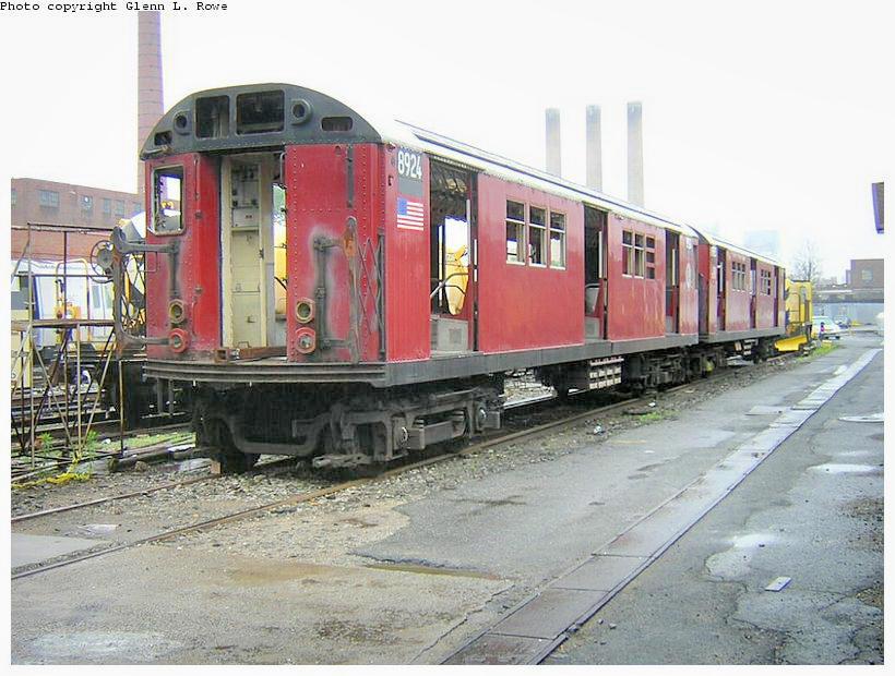 (135k, 820x620)<br><b>Country:</b> United States<br><b>City:</b> New York<br><b>System:</b> New York City Transit<br><b>Location:</b> 207th Street Yard<br><b>Car:</b> R-33 Main Line (St. Louis, 1962-63) 8924 <br><b>Photo by:</b> Glenn L. Rowe<br><b>Date:</b> 6/13/2003<br><b>Viewed (this week/total):</b> 1 / 4458