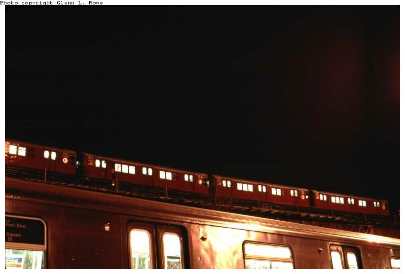 (38k, 821x556)<br><b>Country:</b> United States<br><b>City:</b> New York<br><b>System:</b> New York City Transit<br><b>Line:</b> IRT Woodlawn Line<br><b>Location:</b> Bedford Park Boulevard <br><b>Car:</b> R-33 Main Line (St. Louis, 1962-63) 9217 <br><b>Photo by:</b> Glenn L. Rowe<br><b>Date:</b> 1/23/2002<br><b>Viewed (this week/total):</b> 3 / 4912
