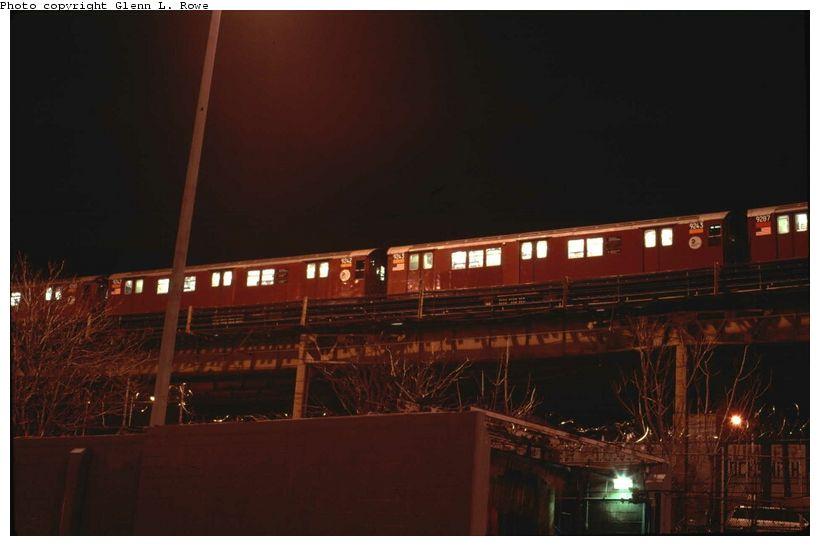 (47k, 820x546)<br><b>Country:</b> United States<br><b>City:</b> New York<br><b>System:</b> New York City Transit<br><b>Line:</b> IRT Woodlawn Line<br><b>Location:</b> Bedford Park Boulevard <br><b>Car:</b> R-33 Main Line (St. Louis, 1962-63) 9243 <br><b>Photo by:</b> Glenn L. Rowe<br><b>Date:</b> 1/23/2002<br><b>Viewed (this week/total):</b> 1 / 3664