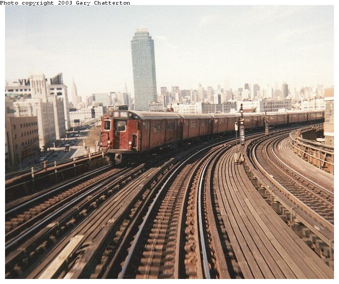 (86k, 675x566)<br><b>Country:</b> United States<br><b>City:</b> New York<br><b>System:</b> New York City Transit<br><b>Line:</b> IRT Flushing Line<br><b>Location:</b> 33rd Street/Rawson Street <br><b>Route:</b> 7<br><b>Car:</b> R-36 World's Fair (St. Louis, 1963-64) 9464 <br><b>Photo by:</b> Gary Chatterton<br><b>Date:</b> 7/11/2000<br><b>Viewed (this week/total):</b> 0 / 4301