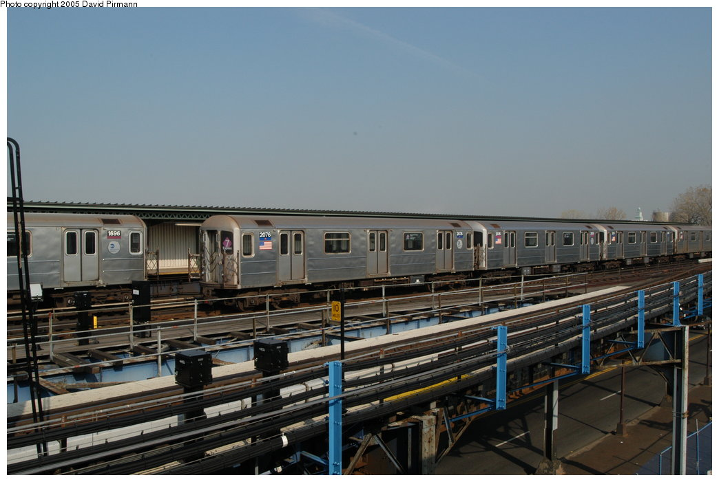 (188k, 1044x701)<br><b>Country:</b> United States<br><b>City:</b> New York<br><b>System:</b> New York City Transit<br><b>Line:</b> IRT Flushing Line<br><b>Location:</b> Willets Point/Mets (fmr. Shea Stadium) <br><b>Route:</b> 7<br><b>Car:</b> R-62A (Bombardier, 1984-1987)  2076 <br><b>Photo by:</b> David Pirmann<br><b>Date:</b> 11/3/2003<br><b>Viewed (this week/total):</b> 4 / 3497