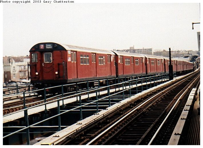 (86k, 710x516)<br><b>Country:</b> United States<br><b>City:</b> New York<br><b>System:</b> New York City Transit<br><b>Line:</b> IRT Flushing Line<br><b>Location:</b> 61st Street/Woodside <br><b>Route:</b> 7<br><b>Car:</b> R-33 Main Line (St. Louis, 1962-63) 9280 <br><b>Photo by:</b> Gary Chatterton<br><b>Date:</b> 4/13/2002<br><b>Viewed (this week/total):</b> 3 / 4178