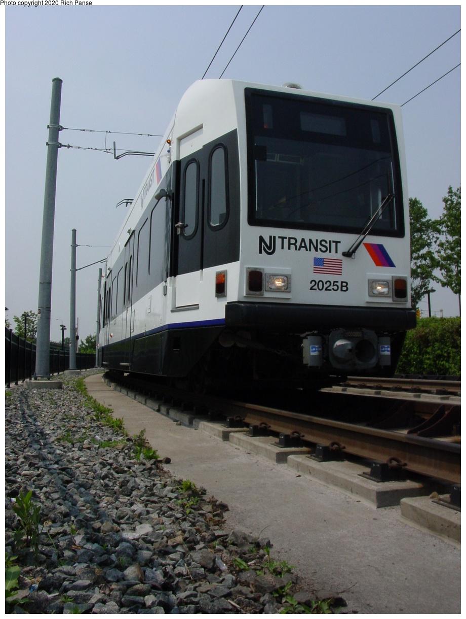 (72k, 620x820)<br><b>Country:</b> United States<br><b>City:</b> Jersey City, NJ<br><b>System:</b> Hudson Bergen Light Rail<br><b>Location:</b> Liberty State Park <br><b>Car:</b> NJT-HBLR LRV (Kinki-Sharyo, 1998-99)  2025 <br><b>Photo by:</b> Richard Panse<br><b>Date:</b> 6/5/2002<br><b>Viewed (this week/total):</b> 0 / 2817