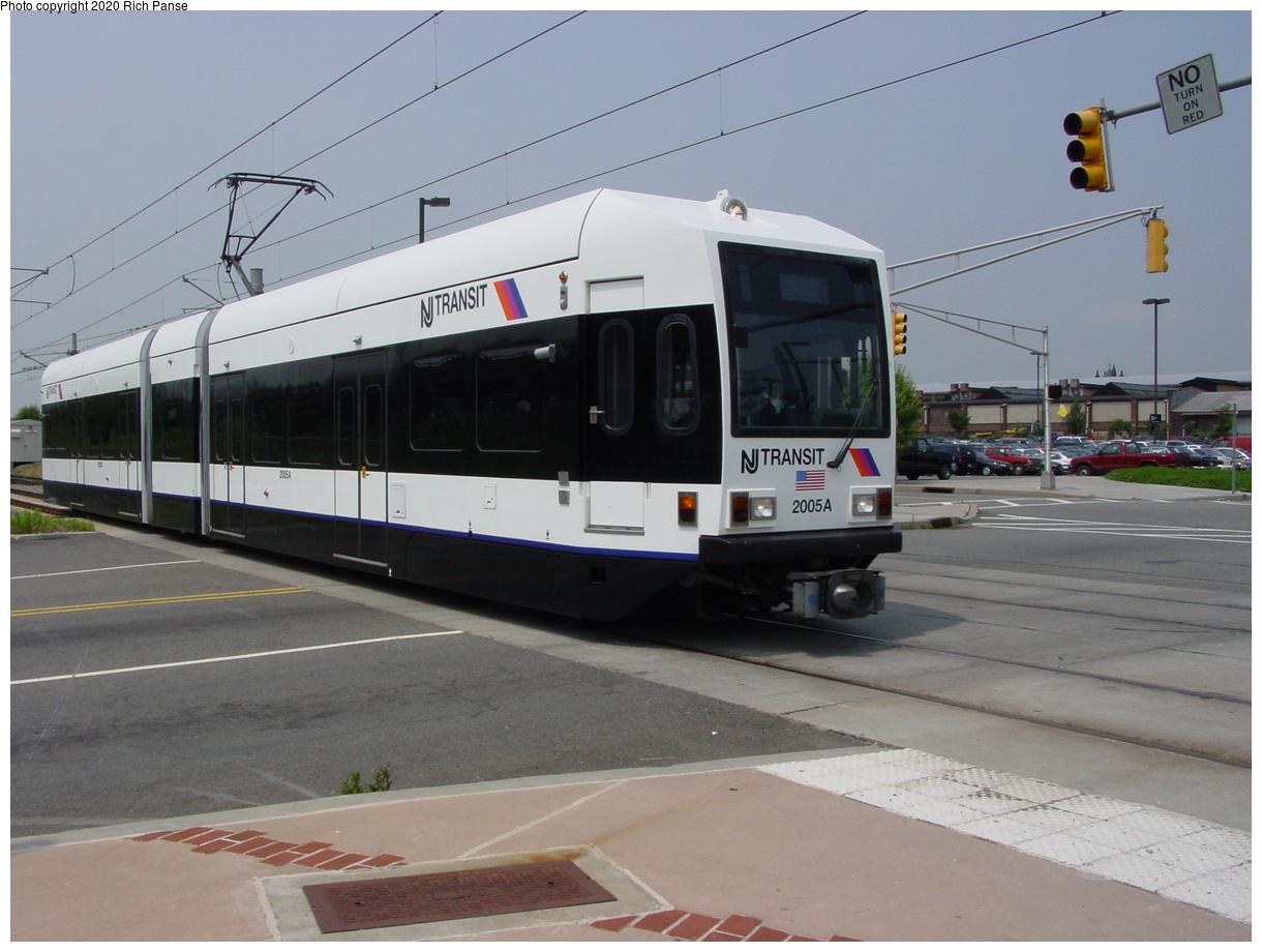 (63k, 820x620)<br><b>Country:</b> United States<br><b>City:</b> Jersey City, NJ<br><b>System:</b> Hudson Bergen Light Rail<br><b>Location:</b> Liberty State Park <br><b>Car:</b> NJT-HBLR LRV (Kinki-Sharyo, 1998-99)  2005 <br><b>Photo by:</b> Richard Panse<br><b>Date:</b> 6/5/2002<br><b>Viewed (this week/total):</b> 2 / 3031