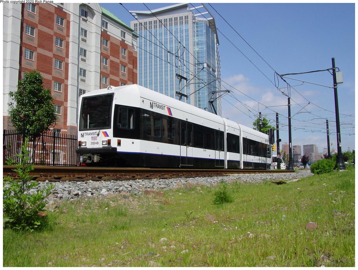 (93k, 768x576)<br><b>Country:</b> United States<br><b>City:</b> Jersey City, NJ<br><b>System:</b> Hudson Bergen Light Rail<br><b>Location:</b> Harborside <br><b>Car:</b> NJT-HBLR LRV (Kinki-Sharyo, 1998-99)  2024 <br><b>Photo by:</b> Richard Panse<br><b>Date:</b> 2003<br><b>Notes:</b> North of Harborside near Washington Blvd. grade crossing<br><b>Viewed (this week/total):</b> 1 / 2816