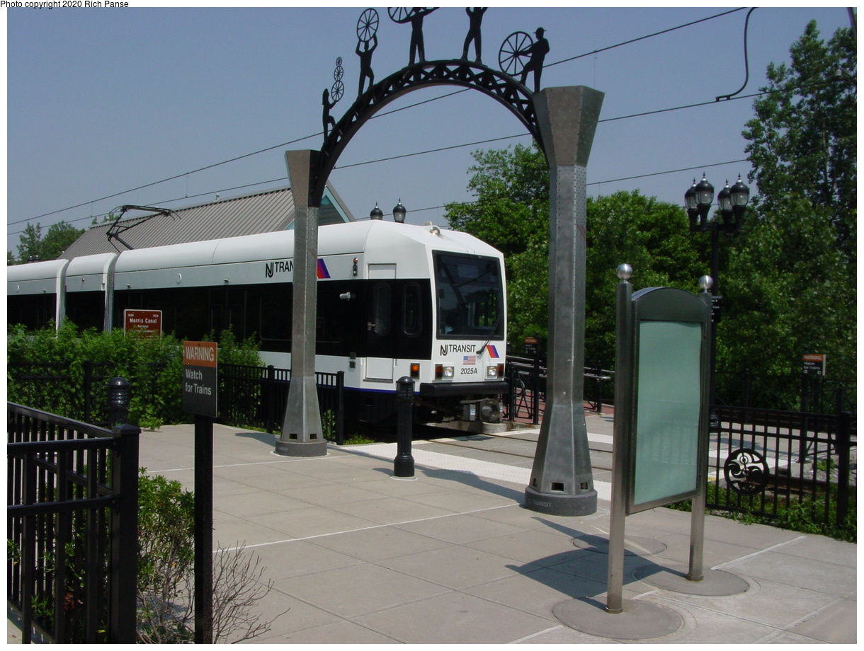 (69k, 768x576)<br><b>Country:</b> United States<br><b>City:</b> Jersey City, NJ<br><b>System:</b> Hudson Bergen Light Rail<br><b>Location:</b> Richard Street <br><b>Car:</b> NJT-HBLR LRV (Kinki-Sharyo, 1998-99)  2025 <br><b>Photo by:</b> Richard Panse<br><b>Date:</b> 2003<br><b>Viewed (this week/total):</b> 1 / 3465