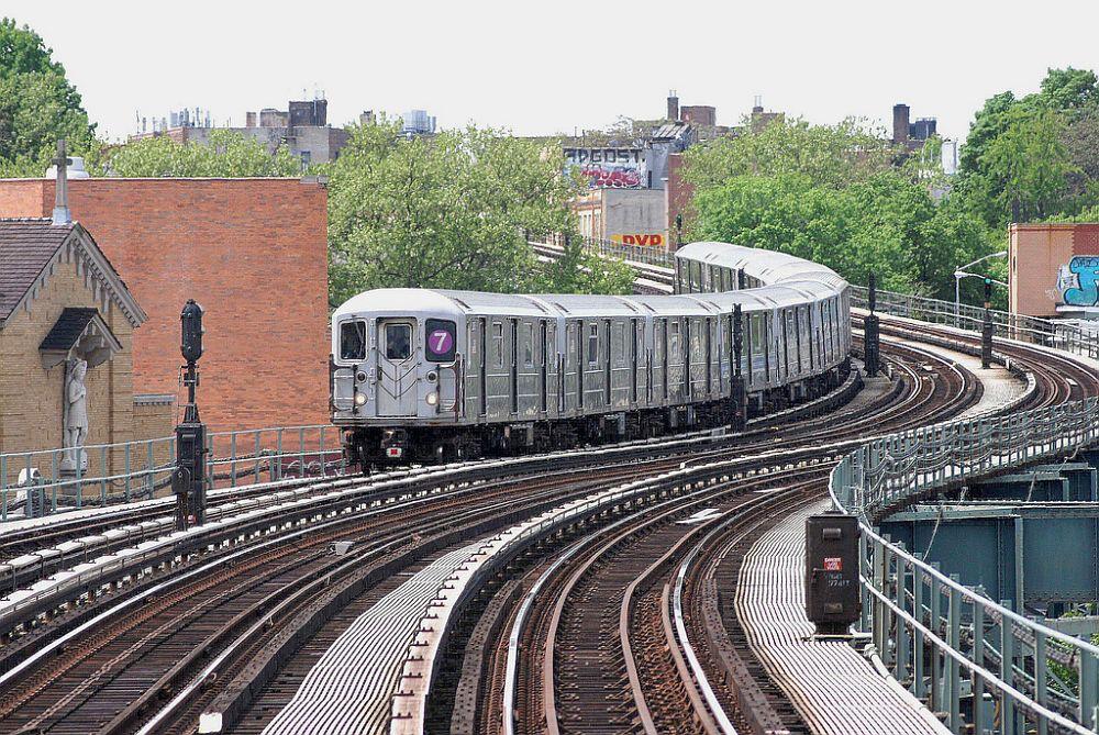 (215k, 1000x669)<br><b>Country:</b> United States<br><b>City:</b> New York<br><b>System:</b> New York City Transit<br><b>Line:</b> IRT Flushing Line<br><b>Location:</b> 61st Street/Woodside <br><b>Route:</b> 7<br><b>Car:</b> R-62A (Bombardier, 1984-1987)   <br><b>Photo by:</b> Richard Chase<br><b>Date:</b> 5/11/2009<br><b>Viewed (this week/total):</b> 0 / 1149