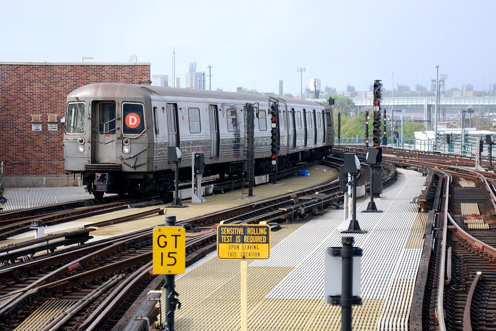 (181k, 1000x669)<br><b>Country:</b> United States<br><b>City:</b> New York<br><b>System:</b> New York City Transit<br><b>Location:</b> Coney Island/Stillwell Avenue<br><b>Route:</b> D<br><b>Car:</b> R-68 (Westinghouse-Amrail, 1986-1988)   <br><b>Photo by:</b> Richard Chase<br><b>Date:</b> 5/16/2009<br><b>Viewed (this week/total):</b> 2 / 1453