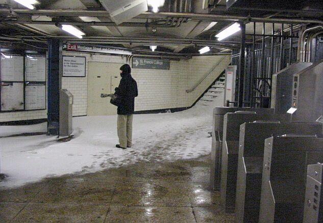 (69k, 633x438)<br><b>Country:</b> United States<br><b>City:</b> New York<br><b>System:</b> New York City Transit<br><b>Line:</b> IRT Brooklyn Line<br><b>Location:</b> Borough Hall (West Side Branch) <br><b>Photo by:</b> IRTSubwaypix<br><b>Date:</b> 2/17/2003<br><b>Viewed (this week/total):</b> 5 / 7885