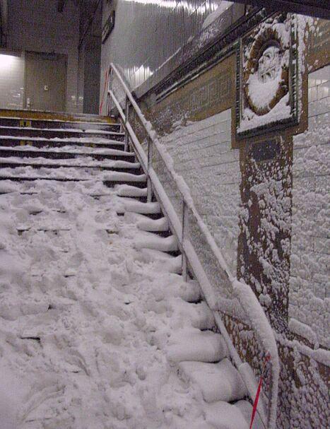 (70k, 467x607)<br><b>Country:</b> United States<br><b>City:</b> New York<br><b>System:</b> New York City Transit<br><b>Line:</b> IRT Brooklyn Line<br><b>Location:</b> Borough Hall (East Side Branch) <br><b>Photo by:</b> IRTSubwaypix<br><b>Date:</b> 2/17/2003<br><b>Viewed (this week/total):</b> 0 / 4824