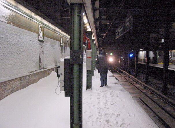 (65k, 606x444)<br><b>Country:</b> United States<br><b>City:</b> New York<br><b>System:</b> New York City Transit<br><b>Line:</b> IRT Brooklyn Line<br><b>Location:</b> Borough Hall (East Side Branch) <br><b>Photo by:</b> IRTSubwaypix<br><b>Date:</b> 2/17/2003<br><b>Viewed (this week/total):</b> 0 / 8003