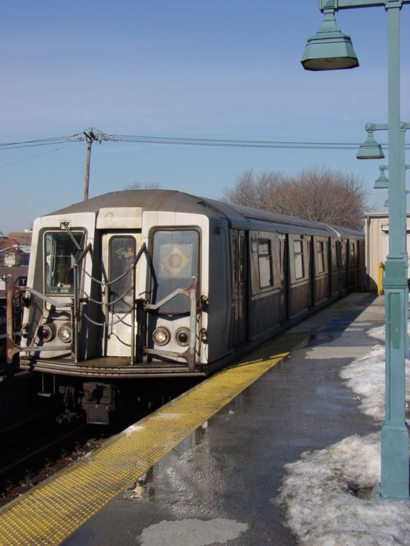 (64k, 576x768)<br><b>Country:</b> United States<br><b>City:</b> New York<br><b>System:</b> New York City Transit<br><b>Line:</b> BMT Brighton Line<br><b>Location:</b> Sheepshead Bay <br><b>Route:</b> Q<br><b>Car:</b> R-40 (St. Louis, 1968)   <br><b>Photo by:</b> Richard Panse<br><b>Date:</b> 2/2004<br><b>Viewed (this week/total):</b> 0 / 2952