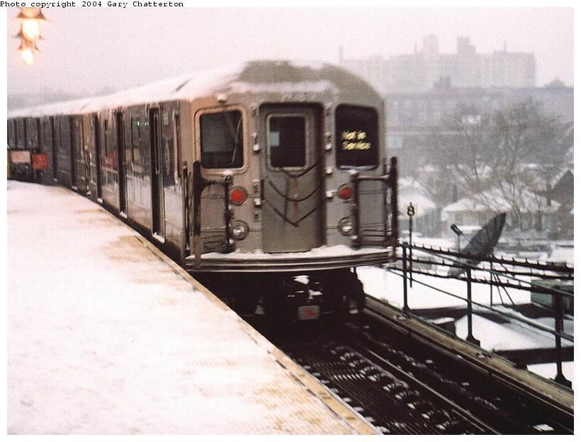 (80k, 820x624)<br><b>Country:</b> United States<br><b>City:</b> New York<br><b>System:</b> New York City Transit<br><b>Line:</b> IRT Flushing Line<br><b>Location:</b> 61st Street/Woodside <br><b>Route:</b> 7<br><b>Car:</b> R-62A (Bombardier, 1984-1987)  1690 <br><b>Photo by:</b> Gary Chatterton<br><b>Date:</b> 12/6/2003<br><b>Viewed (this week/total):</b> 0 / 4493