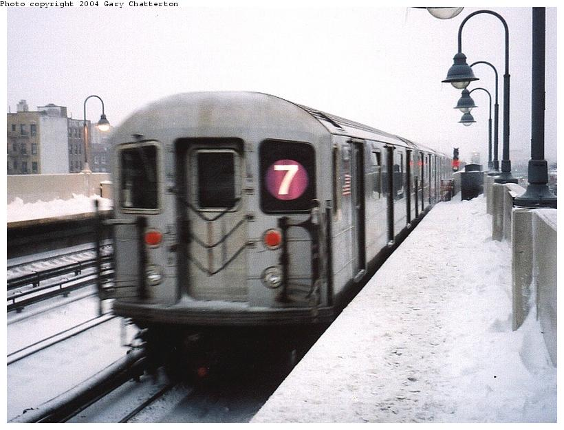 (78k, 820x625)<br><b>Country:</b> United States<br><b>City:</b> New York<br><b>System:</b> New York City Transit<br><b>Line:</b> IRT Flushing Line<br><b>Location:</b> 46th Street/Bliss Street <br><b>Route:</b> 7<br><b>Car:</b> R-62A (Bombardier, 1984-1987)  1725 <br><b>Photo by:</b> Gary Chatterton<br><b>Date:</b> 12/6/2003<br><b>Viewed (this week/total):</b> 2 / 3434