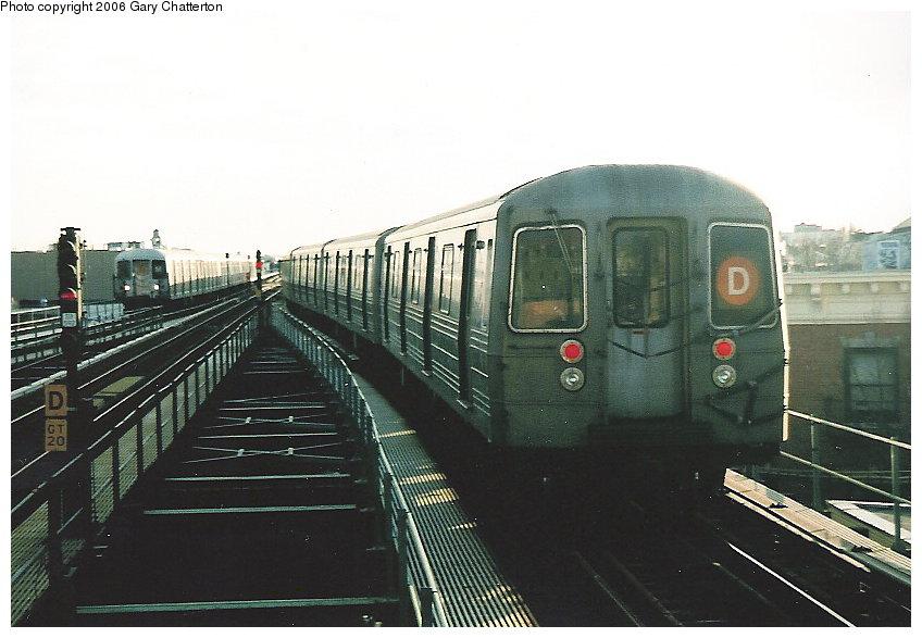 (102k, 848x587)<br><b>Country:</b> United States<br><b>City:</b> New York<br><b>System:</b> New York City Transit<br><b>Line:</b> BMT West End Line<br><b>Location:</b> 62nd Street <br><b>Route:</b> D<br><b>Car:</b> R-68 (Westinghouse-Amrail, 1986-1988)  2688 <br><b>Photo by:</b> Gary Chatterton<br><b>Date:</b> 2/6/2006<br><b>Viewed (this week/total):</b> 0 / 2552