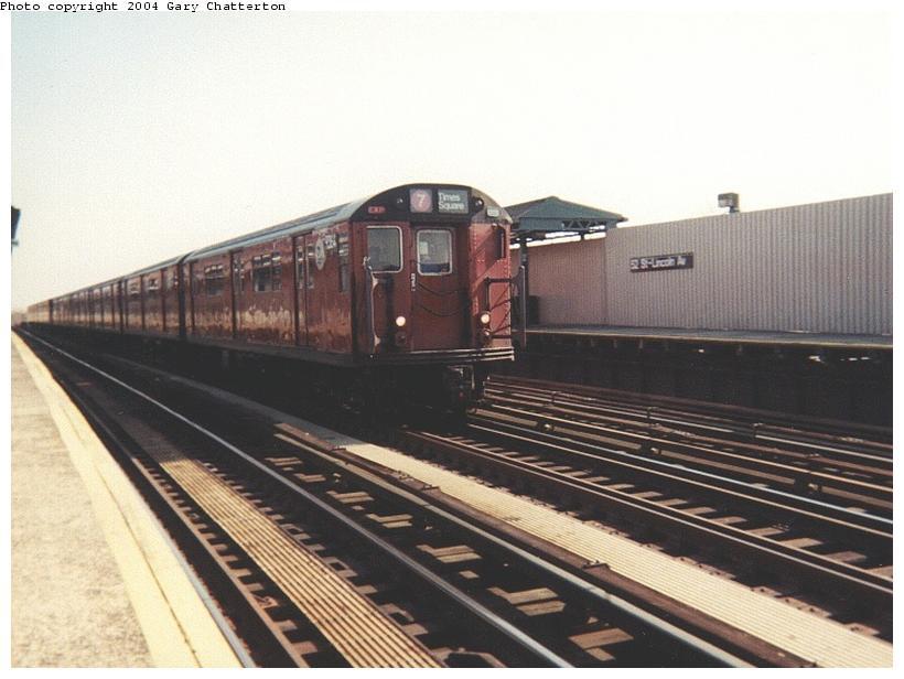 (66k, 820x616)<br><b>Country:</b> United States<br><b>City:</b> New York<br><b>System:</b> New York City Transit<br><b>Line:</b> IRT Flushing Line<br><b>Location:</b> 52nd Street/Lincoln Avenue <br><b>Route:</b> 7<br><b>Car:</b> R-36 World's Fair (St. Louis, 1963-64) 9364 <br><b>Photo by:</b> Gary Chatterton<br><b>Date:</b> 8/16/2001<br><b>Viewed (this week/total):</b> 0 / 2658