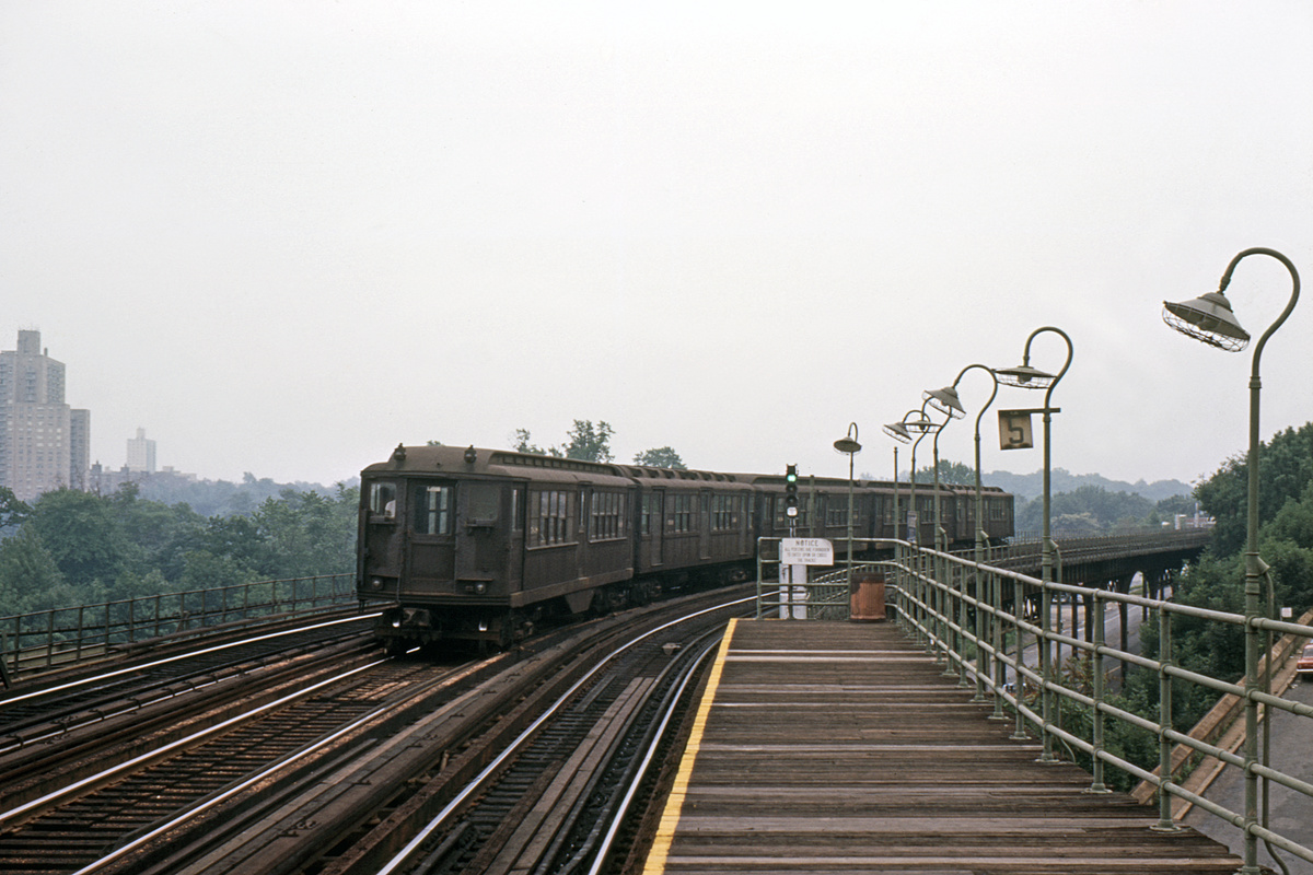 (334k, 1044x697)<br><b>Country:</b> United States<br><b>City:</b> New York<br><b>System:</b> New York City Transit<br><b>Line:</b> 3rd Avenue El<br><b>Location:</b> 210th Street <br><b>Route:</b> 8<br><b>Car:</b> Low-V  <br><b>Photo by:</b> Ed Davis, Sr.<br><b>Collection of:</b> David Pirmann<br><b>Viewed (this week/total):</b> 8 / 4055