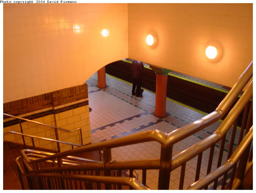 (60k, 820x620)<br><b>Country:</b> United States<br><b>City:</b> Jersey City, NJ<br><b>System:</b> PATH<br><b>Location:</b> Pavonia/Newport <br><b>Photo by:</b> David Pirmann<br><b>Date:</b> 2/13/2004<br><b>Notes:</b> View down new stairway to reopened side platform<br><b>Viewed (this week/total):</b> 0 / 4680
