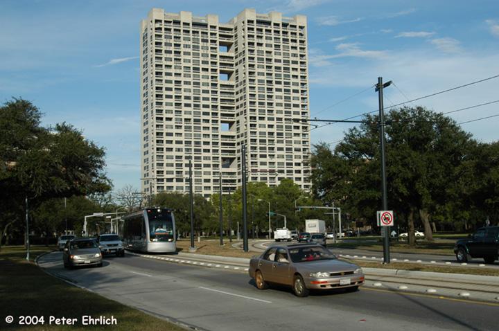 (159k, 720x478)<br><b>Country:</b> United States<br><b>City:</b> Houston, TX<br><b>System:</b> Houston METRORail<br><b>Location:</b> Hermann Park & Golf Course Drive <br><b>Car:</b> Siemens Avanto 117 <br><b>Photo by:</b> Peter Ehrlich<br><b>Date:</b> 2/5/2004<br><b>Viewed (this week/total):</b> 3 / 3187